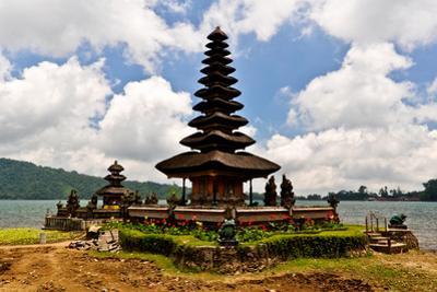 Pura Ulun Danu Bratan Temple by dabldy