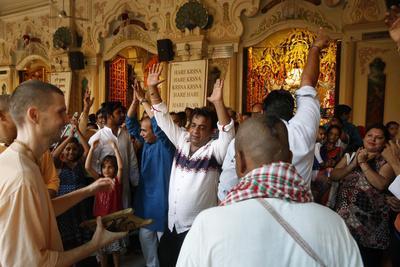 https://imgc.allpostersimages.com/img/posters/dancing-and-chanting-at-krishna-balaram-temple-vrindavan-uttar-pradesh-india_u-L-Q1GYMLN0.jpg?artPerspective=n