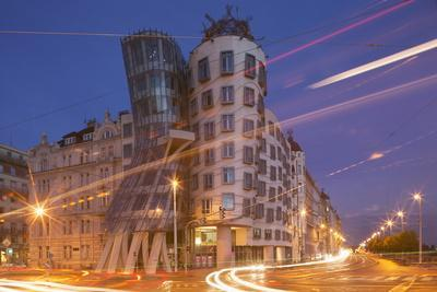 https://imgc.allpostersimages.com/img/posters/dancing-house-ginger-and-fred-by-frank-gehry-at-night-prague-czech-republic-europe_u-L-PQ8T4B0.jpg?p=0