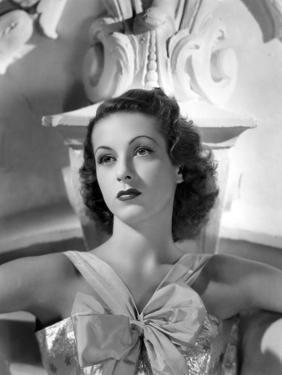 Danielle Darrieux by Ray Jones of Universal Studio 1937 (b/w photo)