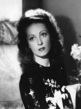 Danielle Darrieux, c. 1940 (b/w photo)