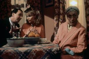 Danny Aiello and Mia Farrow RADIO DAYS, 1987 directed by Woody Allen (photo)