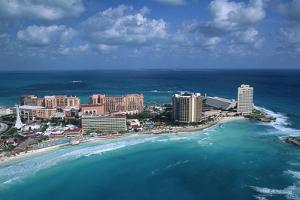Resort Hotels in Cancun by Danny Lehman