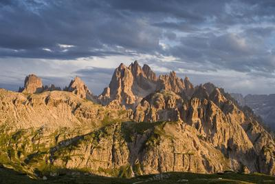 https://imgc.allpostersimages.com/img/posters/dark-clouds-over-cadini-di-misurina-dolomites-italy_u-L-Q1EY27W0.jpg?artPerspective=n