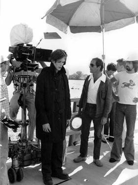 David Bowie and le realisateur Nicolas Roeg sur le tournage du film L'Homme qui venait d'ailleurs M