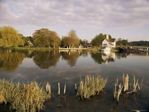 River Thames, Goring, Oxfordshire Berkshire Borders, England, United Kingdom by David Hughes