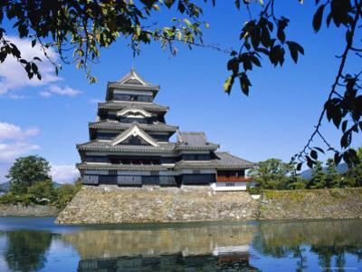 Matsumoto-Jo Castle, Matsumoto, Japan by David Poole
