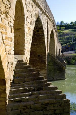 Roman Bridge Spanning the Arga River, Puente La Reina, Navarra, Spain