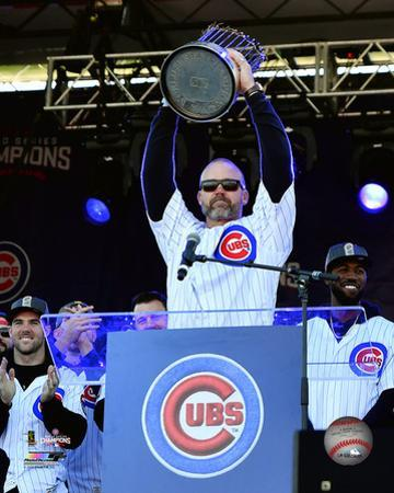 David Ross holds World Series Championship Trophy at victory parade 11/4/16, Grant Park in Chicago