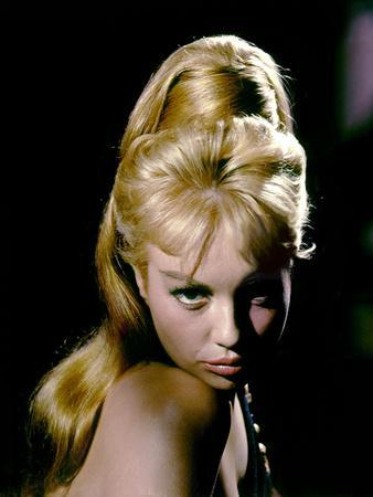 https://imgc.allpostersimages.com/img/posters/de-l-or-pour-cesar-gold-for-the-caesars-by-sabatino-ciuffini-with-mylene-demongeot-1963-photo_u-L-Q1C26IO0.jpg?artPerspective=n