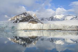 Smeerenburg Glacier, Smeerenburg Fjord, Svalbard, Norway, July 2008 by de la