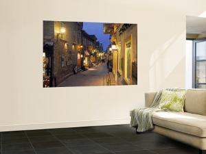 Rue de Petit, Champlain, Quebec City, Quebec, Canada by Demetrio Carrasco