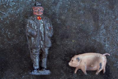 Plump Pig and Farmer by Den Reader