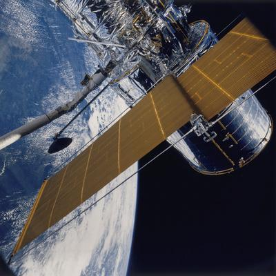 https://imgc.allpostersimages.com/img/posters/deployment-of-the-hubble-space-telescope-1990_u-L-Q10LNMQ0.jpg?artPerspective=n