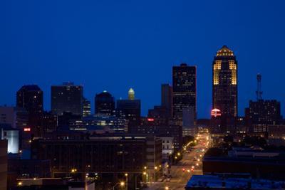 Des Moines, Iowa skyline at dusk