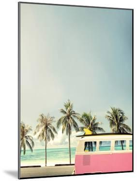 Surf Bus Pink by Design Fabrikken
