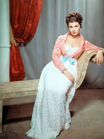 https://imgc.allpostersimages.com/img/posters/desiree-by-henry-koster-with-jean-simmons-1954-photo_u-L-Q1C444M0.jpg?artPerspective=n