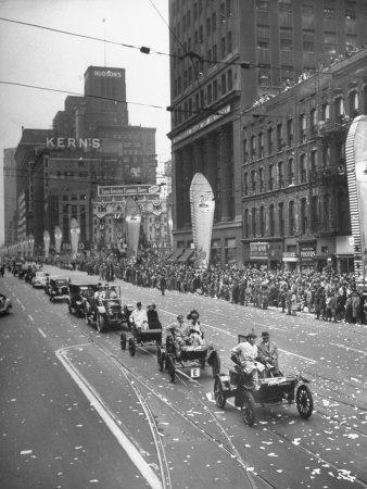 https://imgc.allpostersimages.com/img/posters/detroit-golden-jubilee-features-parade-with-early-type-cars_u-L-P752VK0.jpg?p=0