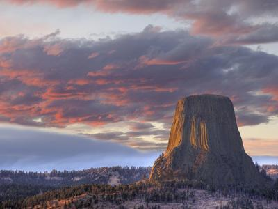 https://imgc.allpostersimages.com/img/posters/devils-tower-national-monument-wyoming-usa_u-L-PXQNLK0.jpg?artPerspective=n