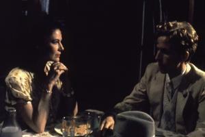 Diane Wiest and Robert Joy RADIO DAYS, 1987 directed by Woody Allen (photo)
