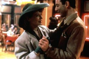Diane Wiest RADIO DAYS, 1987 directed by Woody Allen (photo)