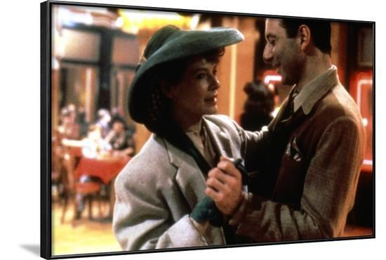 Diane Wiest RADIO DAYS, 1987 directed by Woody Allen (photo)--Framed Photo
