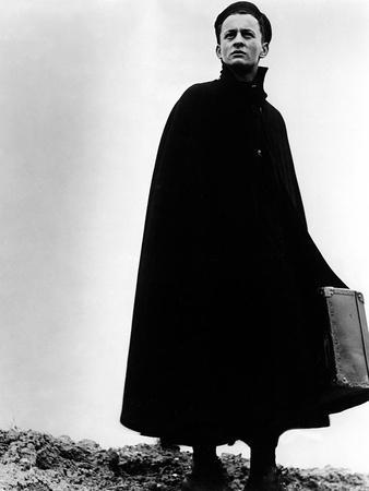 https://imgc.allpostersimages.com/img/posters/diary-of-a-country-priest-claude-laydu-1951-us-france-1950_u-L-PH476L0.jpg?artPerspective=n