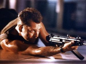 DIE HARD, 1988 directed by JOHN Mc TIERNAN Bruce Willis (photo)