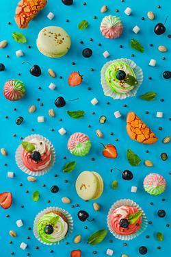 Sweet Patterns: Cupcakes and Macaroons by Dina Belenko