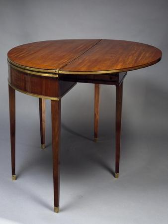 https://imgc.allpostersimages.com/img/posters/directoire-style-semi-circular-games-table-extendable-open-france-late-18th-century_u-L-POXXPZ0.jpg?p=0