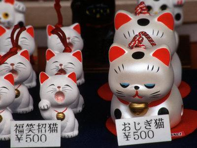 https://imgc.allpostersimages.com/img/posters/display-of-lucky-cats-japanese-cultural-icon-for-good-fortune-akasaka-tokyo-japan_u-L-P2407F0.jpg?p=0