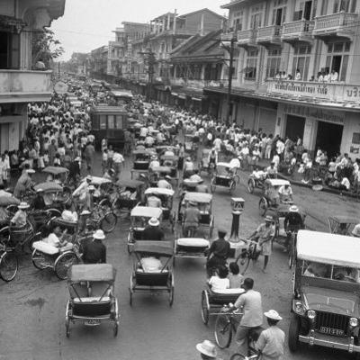 Traffic in Bangkok by Dmitri Kessel