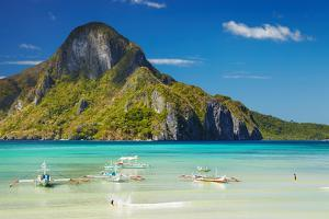 El Nido Bay and Cadlao Island, Palawan, Philippines by DmitryP