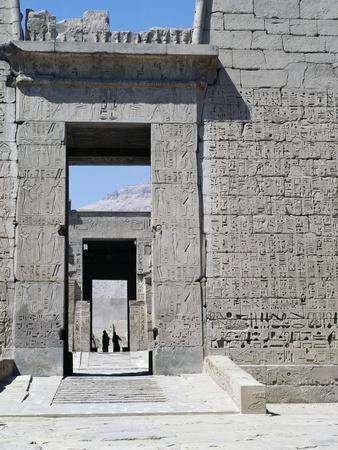 https://imgc.allpostersimages.com/img/posters/door-molding-in-pink-granite-2nd-pylon-of-mortuary-temple-of-ramesses-iii-medinet-habu-thebes_u-L-PQ2KKV0.jpg?p=0