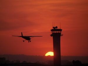 Long Beach Airport Control Tower, CA by Doug Mazell