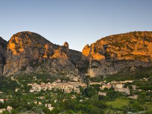 Moustiers Sainte Marie, Alpes De Haute Provence, France by Doug Pearson