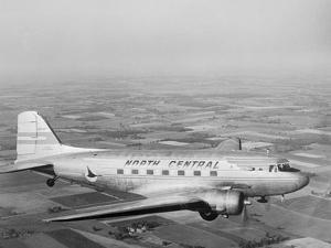 Douglas Dc-3 Plane in Flight