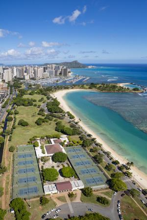 Ala Moana Beach Park, Honolulu, Oahu, Hawaii by Douglas Peebles