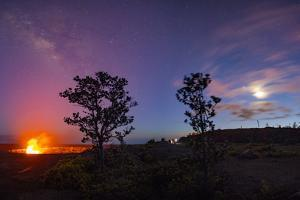 Halemaumau, Crater, Kilauea Volcano, Hawaii Volcanoes National Park, Hawaii by Douglas Peebles