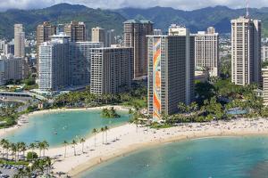 Hilton Hawaiian Village, Rainbow Tower, Waikiki, Beach, Oahu, Hawaii by Douglas Peebles