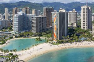 Hilton Hawaiian Village, Rainbow Tower, Waikiki, Beach, Oahu, Hawaii by Douglas Peebles