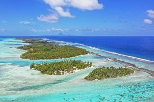 Motu Mahana, Tahaa, Society Islands, French Polynesia, South Pacific. by Douglas Peebles