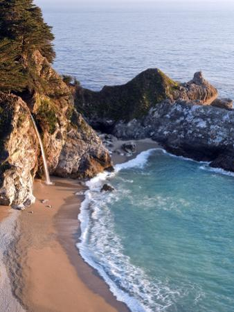 Mcway Fall in Julia Pfeiffer Burns State Park