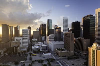 https://imgc.allpostersimages.com/img/posters/downtown-city-skyline-houston-texas-united-states-of-america-north-america_u-L-PQ8OUN0.jpg?p=0
