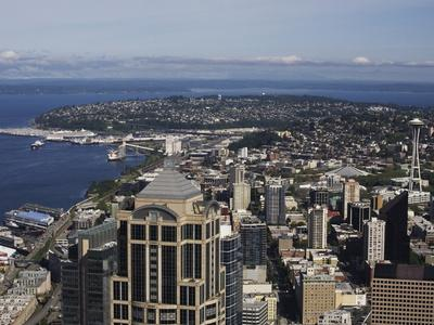 https://imgc.allpostersimages.com/img/posters/downtown-view-from-columbia-center-seattle-washington-state-usa_u-L-PFNM6E0.jpg?p=0
