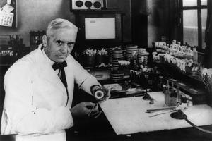 Dr. Alexander Flemings Discover of the Antibiotic Penicillin