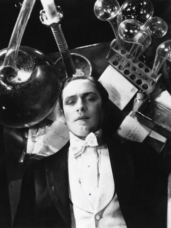 https://imgc.allpostersimages.com/img/posters/dr-jekyll-and-mr-hyde-1931_u-L-Q10TRQT0.jpg?artPerspective=n