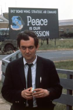 Dr STRANGELOVE, 1964 directed by STANLEY KUBRICK Stanley Kubrick (photo)