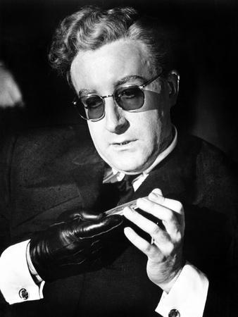https://imgc.allpostersimages.com/img/posters/dr-strangelove-aka-dr-strangelove-or-how-i-learned-to-stop-worrying-and-love-the-bomb-1964_u-L-PH3OAD0.jpg?artPerspective=n