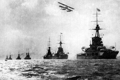 Dreadnoughts and Hydroplane, British Grand Fleet, North Sea, First World War, 1914